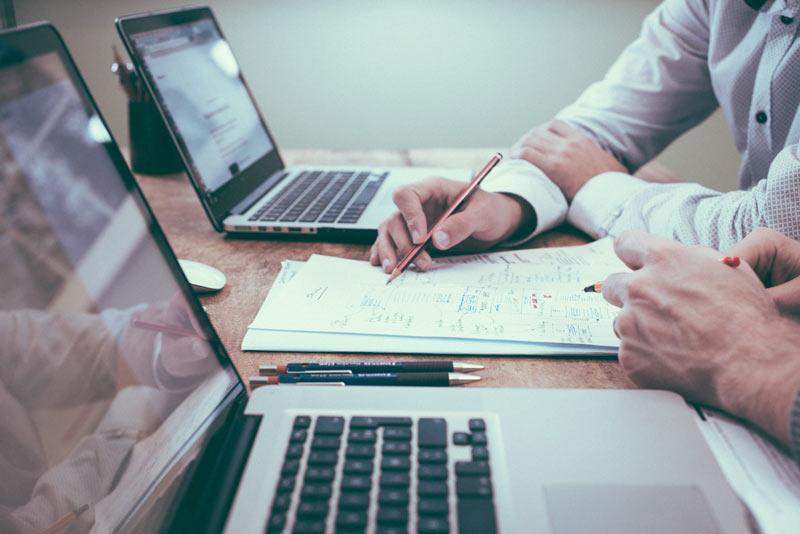 Spletna-stran-vam-lahko-pomaga-pri-postavljanju-poslovnih-ciljev